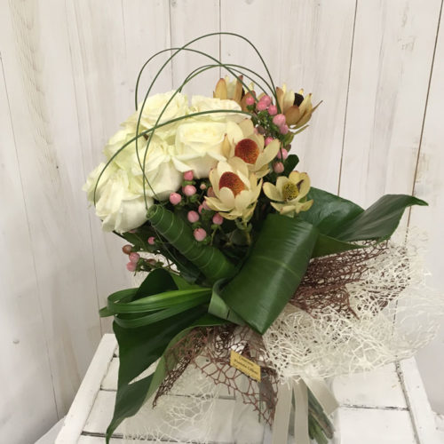 Bouquet_rose_bianche_leucadendro