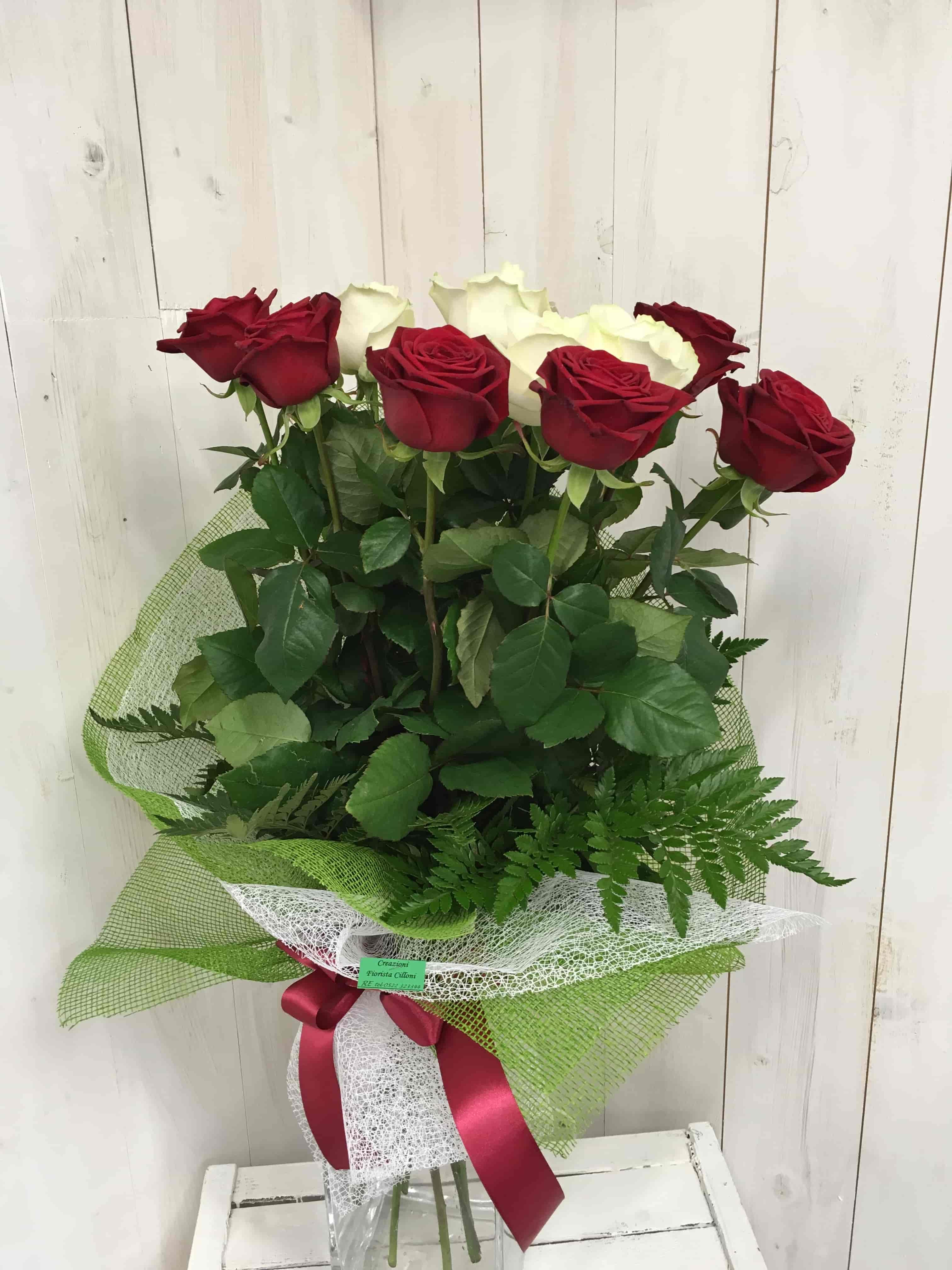Mazzo a stelo lungo (80cm)di rose avlance(bianche) e red naomi(rosse)-min