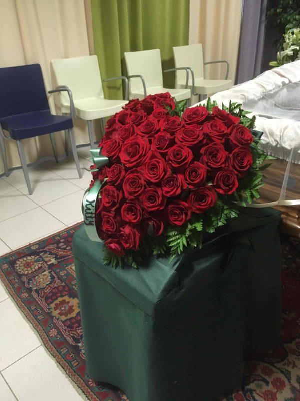 cuore di rose rosse condoglianze